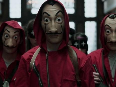 Banditi imitano La Casa di Carta e tentano di rapinare un bancomat: la serie Netflix tra culto ed emulazione