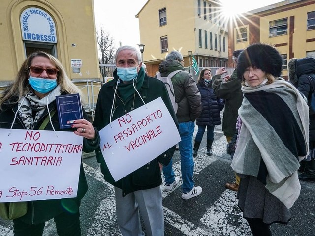 No vax in piazza, chi c'è dietro la protesta anti-green pass e cosa succede
