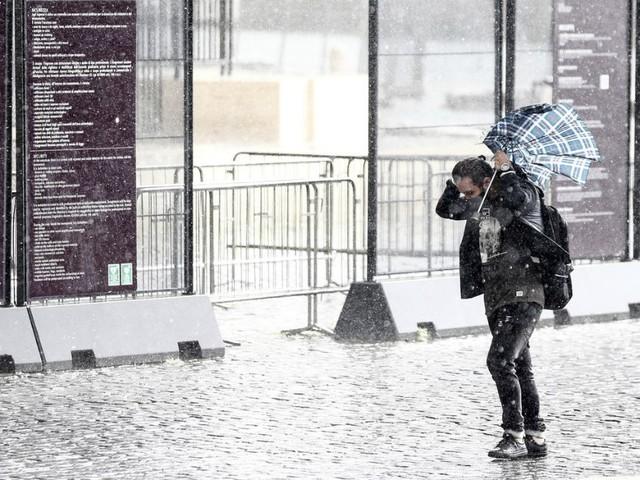 Maltempo, il meteo peggiora nel weekend: previste pioggia e neve a bassa quota. Da lunedì 12 ottobre temperature in picchiata