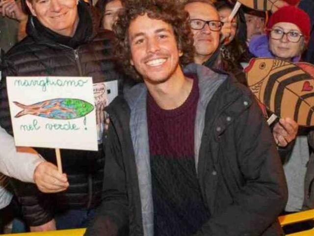 Sardine, Mattia Santori: 'Salvini prima riempiva le piazze, adesso stanze e bar'
