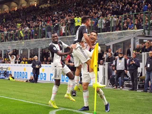 La Juventus batte l'Inter 2-1 con Dybala e Higuain. Bianconeri primi in classifica