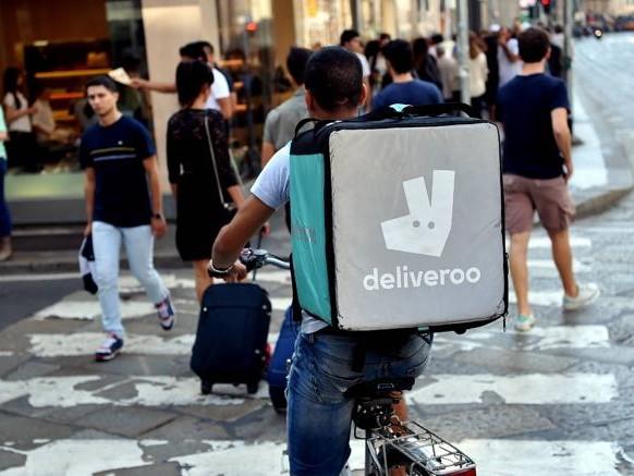 Deliveroo, 7.500 rider. Quattro su dieci sono studenti. Guadagnano in media 11 euro l'ora