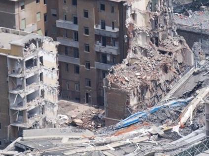 Un anno dopo, per non dimenticare Alle 11.36 Genova si ferma