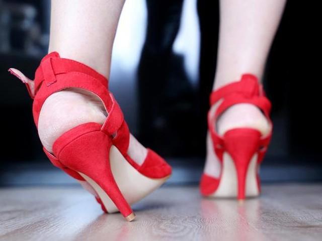 «Storta» alla caviglia: perché può accadere di prenderla e quali sono i rimedi più efficaci