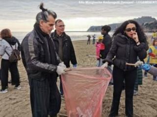 Piero Pelù e il Clean beach tour: spiaggia della Feniglia e oltre