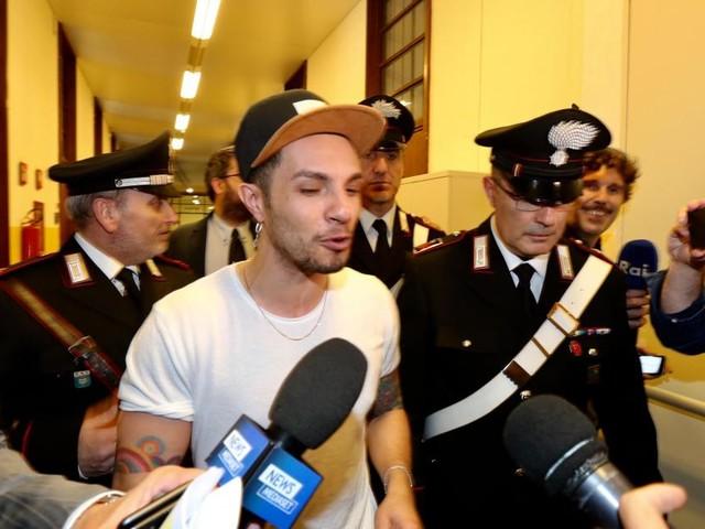 Furto alla Rinascente: la Procura di Milano chiede l'arresto di Marco Carta