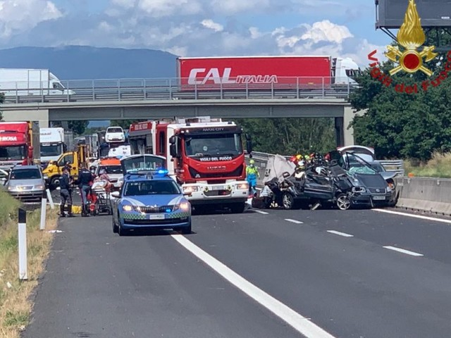 Arezzo: incidente sull'A1, quattro morti tra cui due bambini