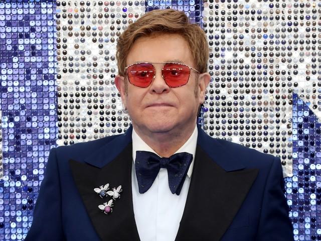 """Elton John rivela: """"Ho indossato il pannolone durante un live a Las Vegas"""""""