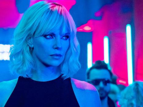 Atomica bionda, l'agente Charlize Theron in una spy story stilosa e brutale