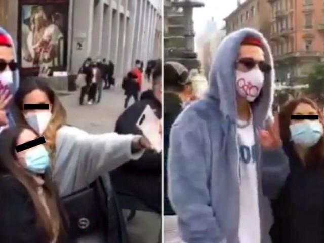 Sfera Ebbasta avvistato in centro Milano, fan in fila per le foto: in realtà è un sosia