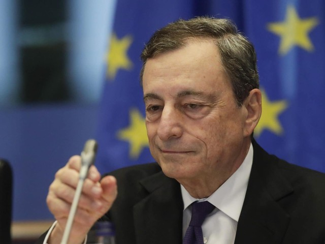 """L'ultimo discorso di Draghi al Parlamento Ue: """"Chi ha i soldi, li spenda"""""""