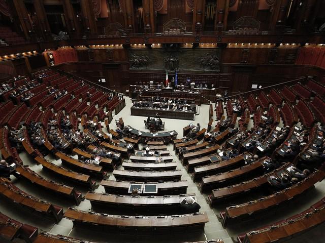 Sondaggio, Lega sfonda al 34% e doppia il M5s. Italia viva non cresce