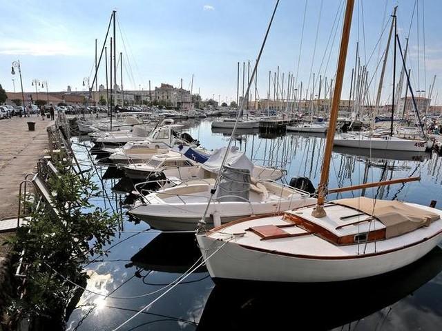 Il sottosegretario Amendola: «Al lavoro per le barche senza targa. Troveremo una soluzione»