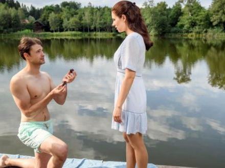 Tempesta d'amore, anticipazioni tedesche: Joshua riconquista Denise e le chiede di sposarlo!