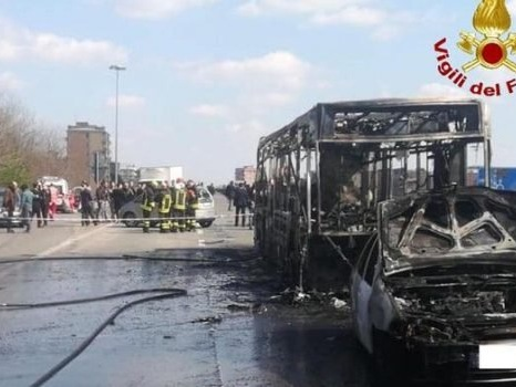 Scuolabus incendiato nel Milanese, l'autista Sy condannato a 24 anni