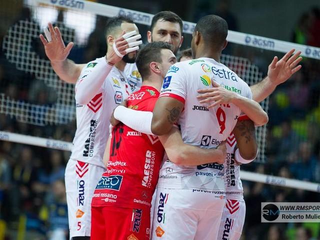 Volley, Semifinali Playoff Scudetto: Trento-Civitanova 2-3, successo esterno dei marchigiani in gara-1 al termine di una partita infinita