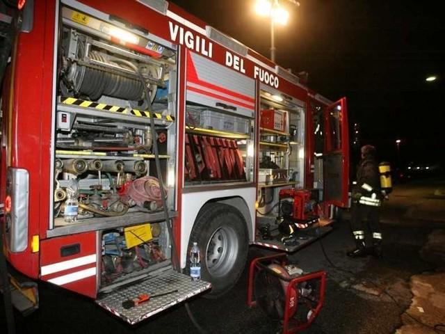 Savona, tir va a fuoco su autostrada A10: 32 persone intossicate