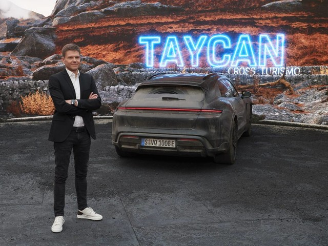 Porsche Taycan - Al vaglio anche una versione Sport Turismo