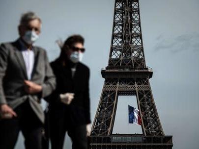 Francia, via il confinamento ritorna il coprifuoco ma viaggi senza divieti anche a Natale