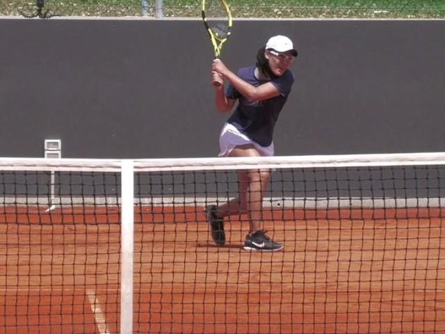 La tennista Saisai Zheng si allena a Tolentino per il Roland Garros