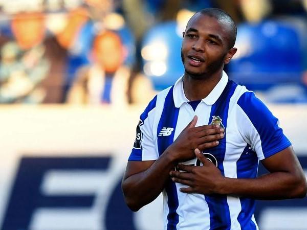 Porto, corsa a tre per un centrocampista?
