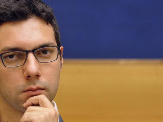 Acqua pubblica e tagli agli stipendi dei parlamentari,l'M5slancia la campagna d'inverno
