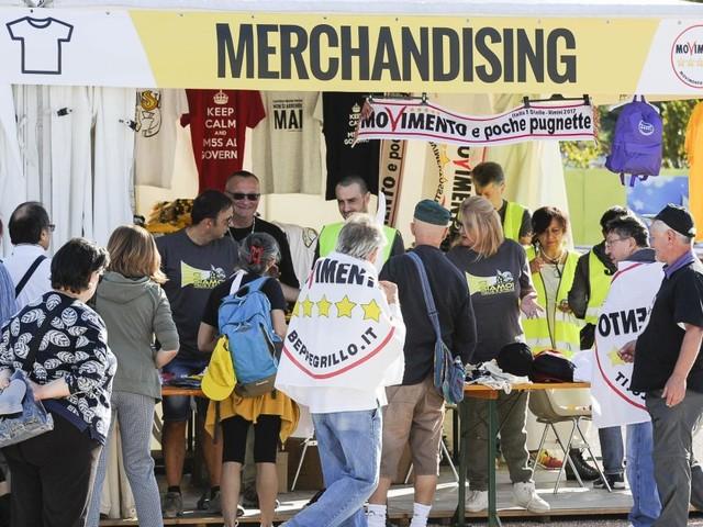 Nel nome di Rousseau: la kermesse M5s pullula di stand di Rousseau, sono spariti i No Tav