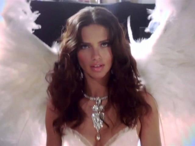 Adriana Lima: non appenderò le ali al chiodo!