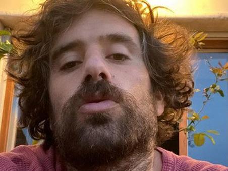 Tommaso Paradiso: «Abbandonato da mio padre quando avevo 6 mesi, ultimamente si è fatto vivo ma...»