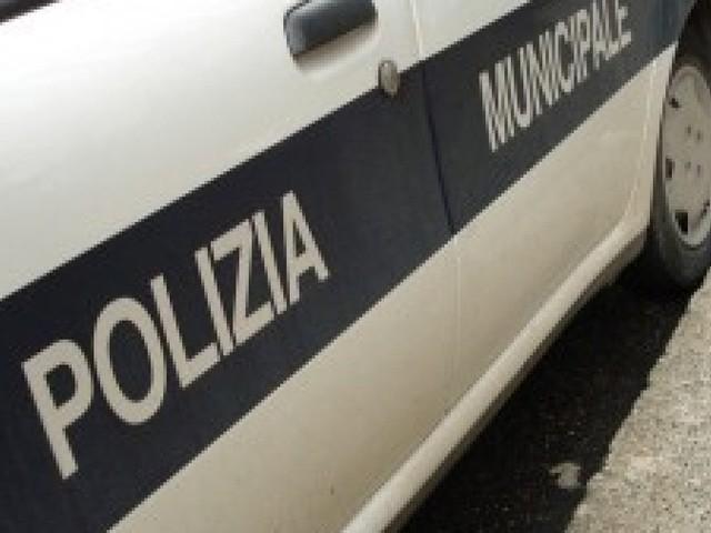 Roma, scontro fra due auto alla Romanina. Muore donna, grave la figlia 14enne
