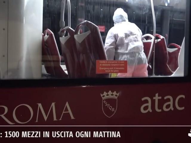 """Coronavirus Roma, Raggi: """"Sanificati 1500 bus e tram, 110 treni e 120 stazioni della metro"""""""