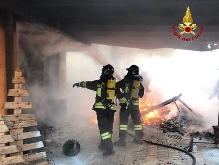 I vicini vedono fumo e fiamme: incendio in un'abitazione di Biancade /Foto