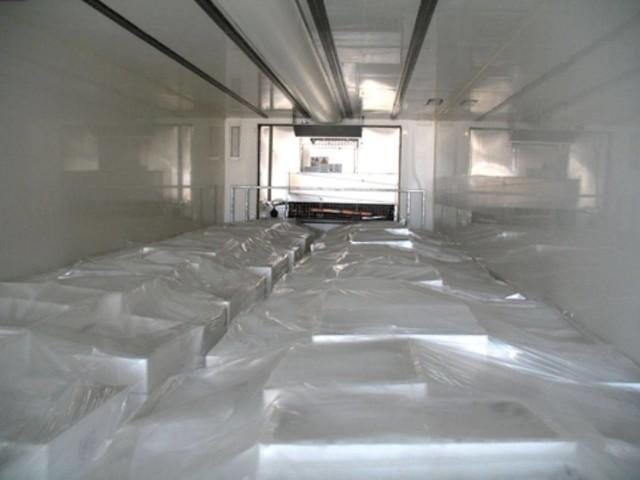 Trasportatore rimane chiuso nella cella frigorifera: il telefono gli salva la vita