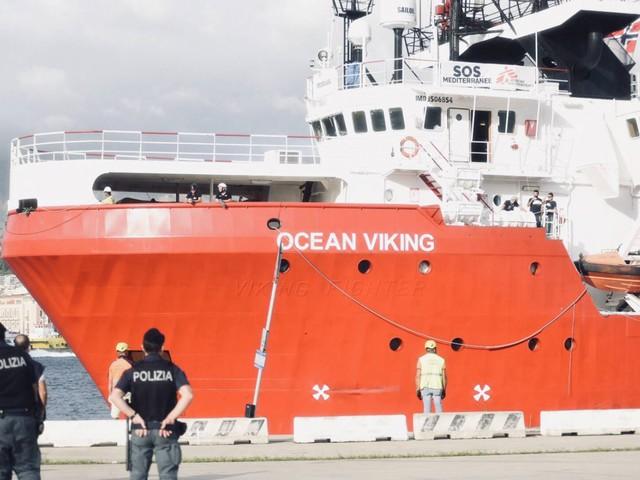 Ocean Viking, arrestati due scafisti che erano a bordo della nave