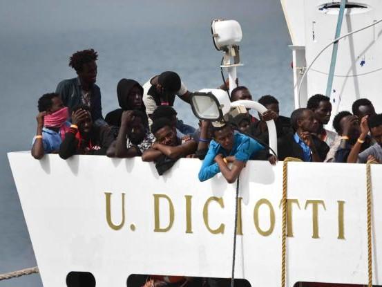 """""""Qui è una guerra con Malta"""". Le carte incastrano l'isola: """"Barconi spinti verso l'Italia"""""""