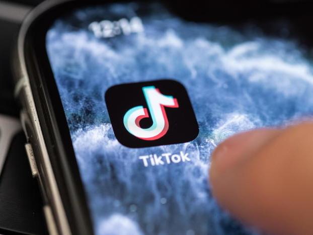 La bimba morta per un gioco Il Garante: stop a Tik Tok «Certificare l'età degli utenti»