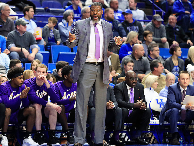 Walter McCarty's Evansville Purple Aces Stun Number 1 Kentucky