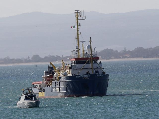 Sea Watch, la Guardia di Finanza a bordo