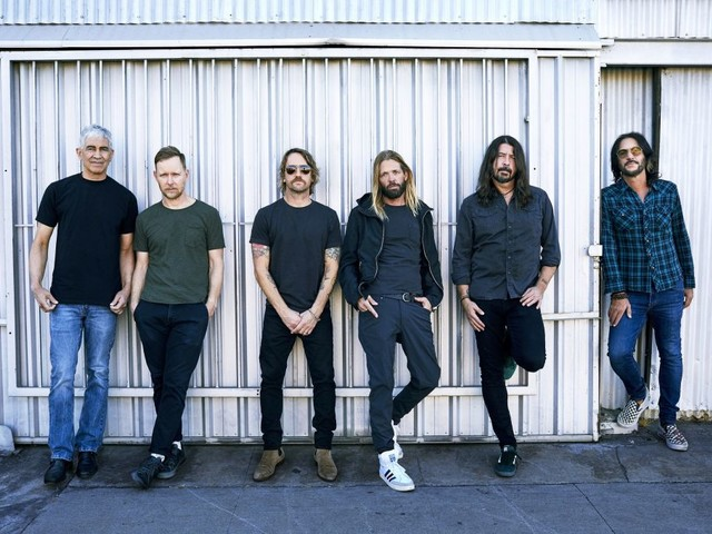 I Foo Fighters festeggiano il compleanno di Dave Grohl col singolo Waiting on a War