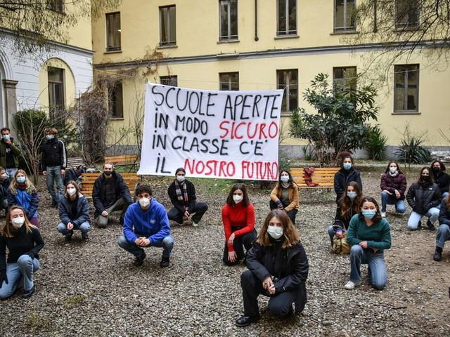 """Scuola, Tar dell'Emilia Romagna annullal'ordinanza diBonaccinisulla Dad al 100%: """"E' illegittima"""""""