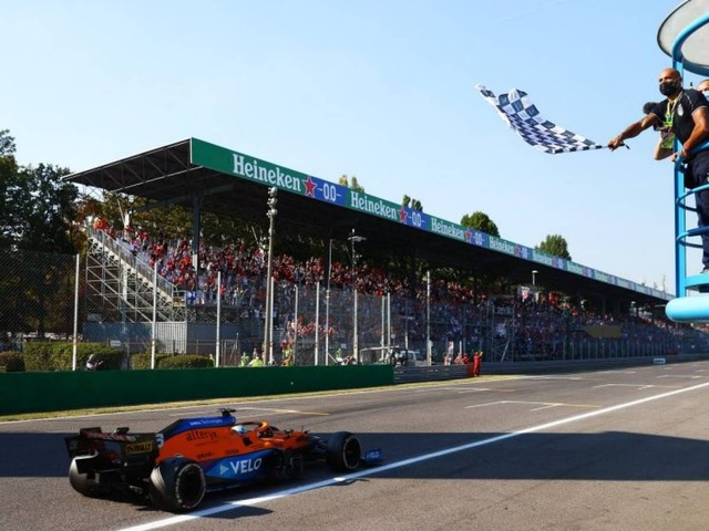 F.1, GP d'Italia - Doppietta McLaren a Monza: vince Ricciardo