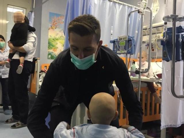 Nazionale, la visita all'ospedale Bambino Gesù: il bellissimo gesto di Acerbi