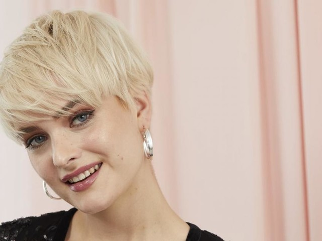 Tagli di capelli per l'autunno-inverno: il pixie, il micro mullet e il cerchietto