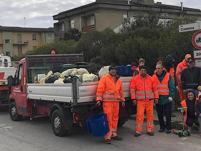 Volontariato a Bozzolo: ripulita l'area artigianale. Torchio lamenta azioni deprecabili