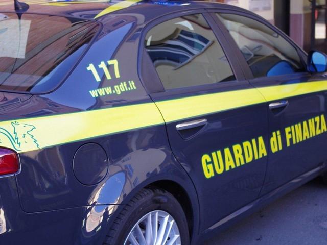 Estorsioni, armi, droga: undici arresti fra le province di Brindisi, Taranto, Foggia e la Bat Guardia di finanza: anche un obbligo di dimora