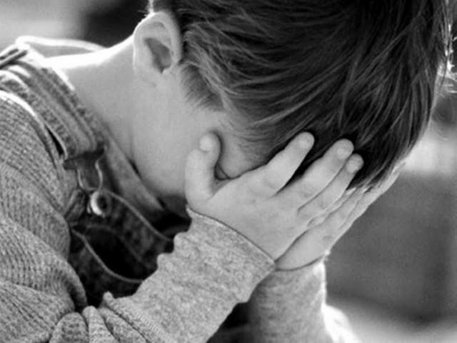 """Carmagnola, bimbo di 8 anni vaga da solo in strada al freddo: """"Mamma non mi vuole più"""""""