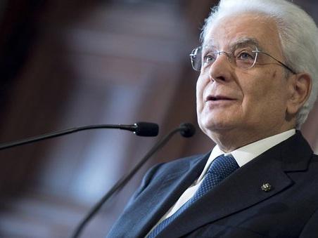 Mattarella in Aula con M5S e opposizione. Scoppia la pax presidenziale