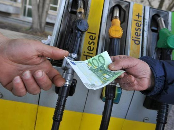 Sale ancora il prezzo della benzina; gasolio ai massimi dal 2014