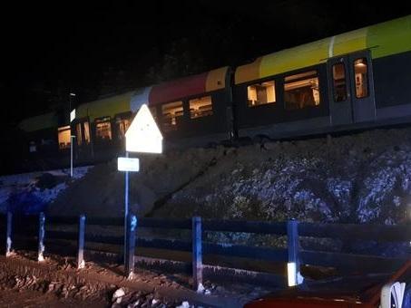 Maltempo, treno locale deraglia in val Pusteria. Tromba d'aria devasta la Feniglia
