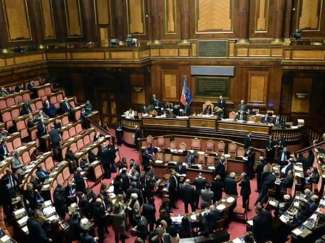 Taglio dei parlamentari, il Senato approva la legge: 185 sì e 54 no. Voto contrario di Pd, Liberi e Uguali e Autonomie